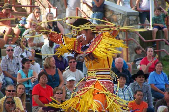 Harrah's Cherokee Casino Resort: Apache Hoop Dancer