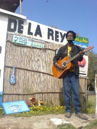 Tan-'n-Biki: De la Rey doing a performance