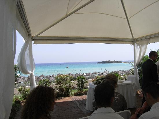Nissi Beach Resort: the wedding venue