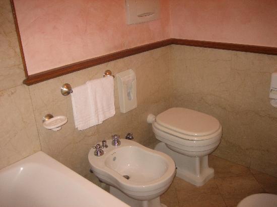 Hotel Pantheon: baño