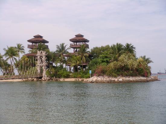 Palawan Beach: towers