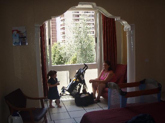Hotel Magic Villa de Benidorm : our room .