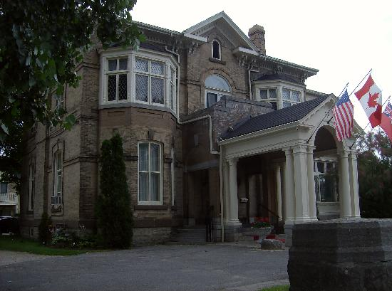 Perth Manor Boutique Hotel: front view of manor