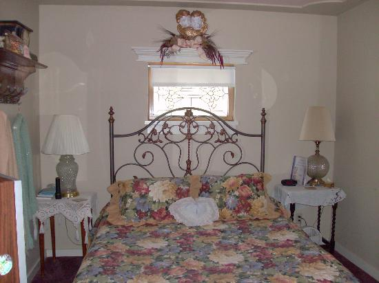 Victorian Gold Bed & Breakfast: Remember me room