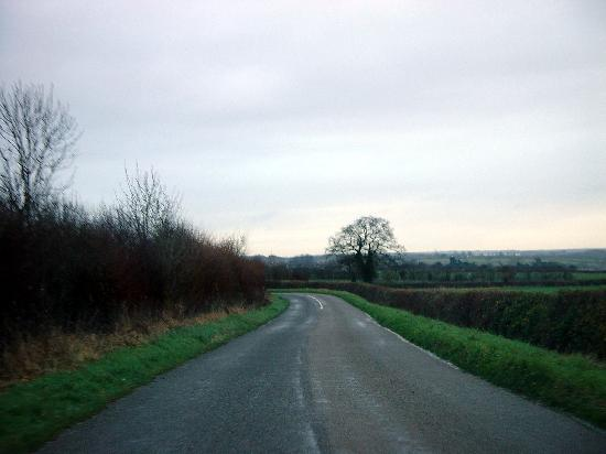 Church Farm Lodge : Another view of the road from the A1 to hotel