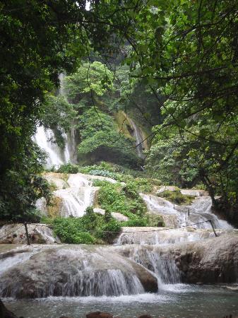 Mele Cascades: Final waterfalls