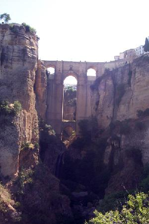"Boabdil Guesthouse: ""Puente Nuevo"" spanning the gorge in Ronda"