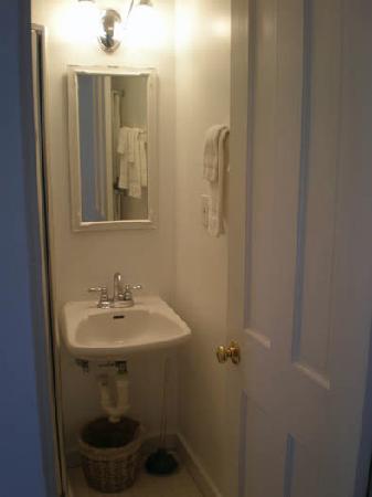 The Capricorn House: bathroom