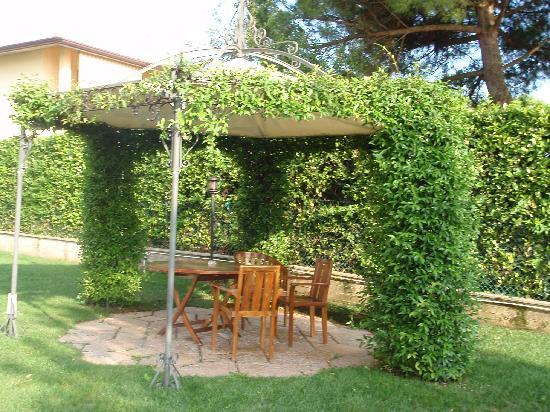 Hotel Campagnola: Ein schattiger Platz mittem im Garten