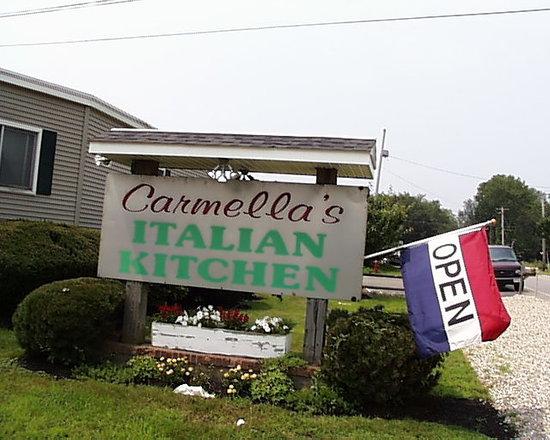 Carmella's Italian Kitchen: Carmella's Sign