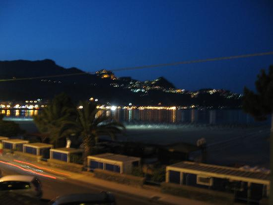 Hotel Sabbie d'Oro: Night view from the balony