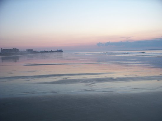 Old Orchard Beach, ME : the perfectly amazing beach.