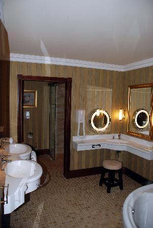 Harvey's Point: 3 Sinks?