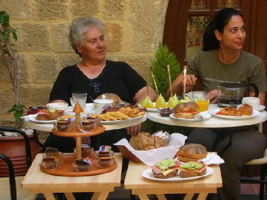 Camelot hotel: Delicious breakfast!