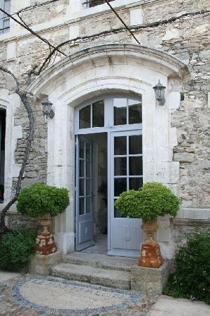 Le Posterlon: One of the house's doors