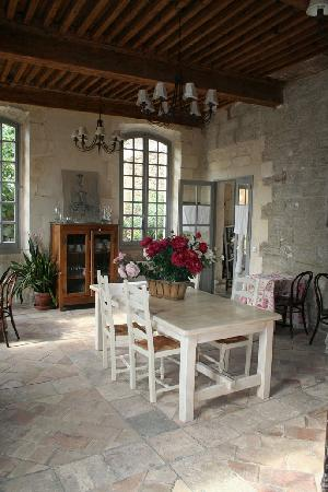 Le Posterlon: The dining room