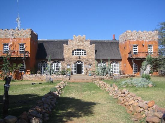 Okambara Elephant Lodge: Haupthaus