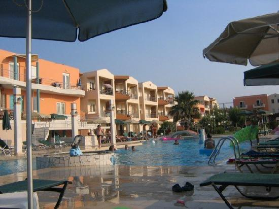 Maleme Mare Beachside Hotel: Big pool with childrens area