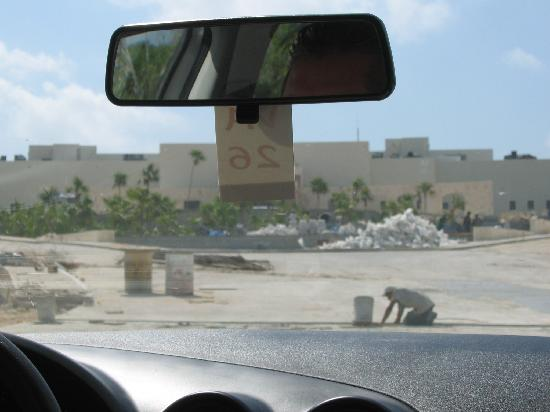 Secrets Maroma Beach Riviera Cancun: Entrance circle thru the windshield (sorry)