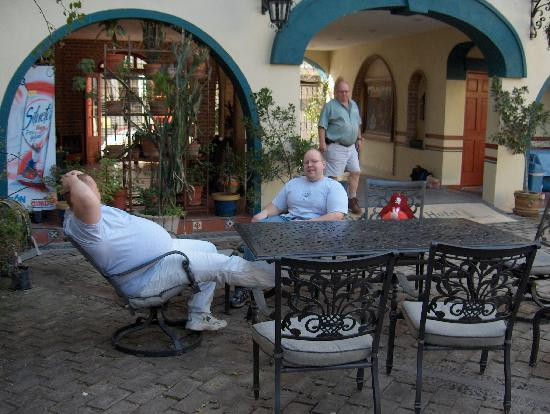 Hotel Colonial: Relaxing in the Courtyard