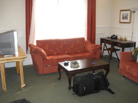 Parc Suites Hotel: Living Room