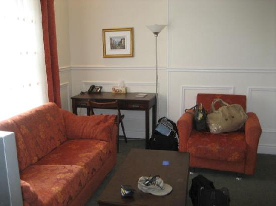 Parc Suites Hotel: Living Room--another angle