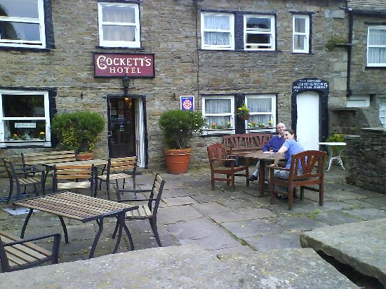 Cockett's Hotel: The garden is ideal for a pre-dinner drink