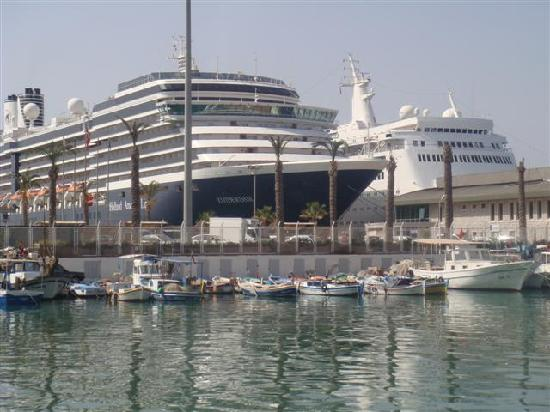 Sea Pearl Hotel: Kusadasi and cruise ships at port