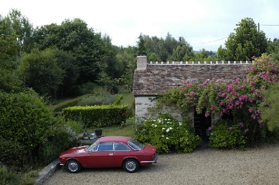 Neuvillette-en-Charnie, France : Notre Alfa Bertone prise depuis la chambre Rosae