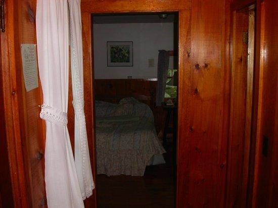 Maine Idyll Motor Court: Hallway to bedroom in Cottage 11