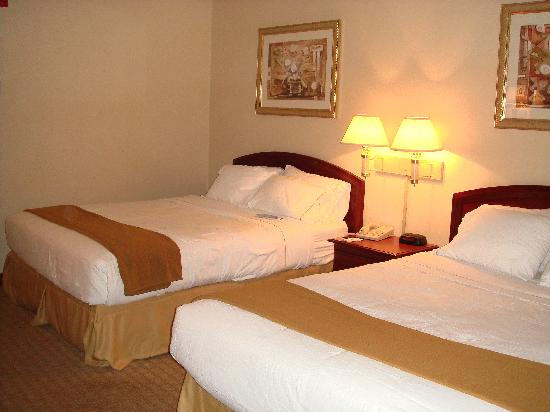 Holiday Inn Express Hotel & Suites: Double Queen Bedroom