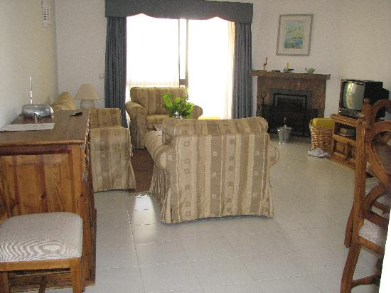 Monte Dourado Resort: Living/Dining Room