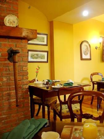 Earls Court House: Small Corner of Breakfast Room