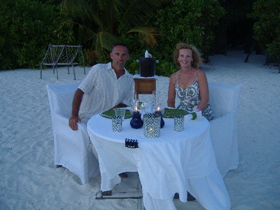 Kanuhura - Maldives: dinner on desert island