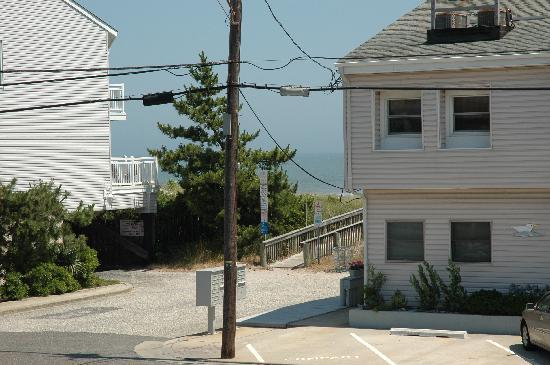 Carousel Condominiums : beach entrance across the street