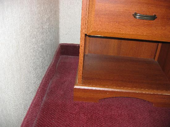 Ramada Hazleton: parts of the carpet have never seen a vaccuum