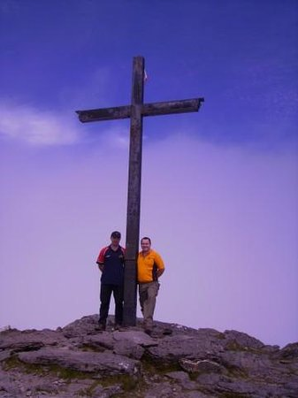 Carrantoohil : Cross at the top