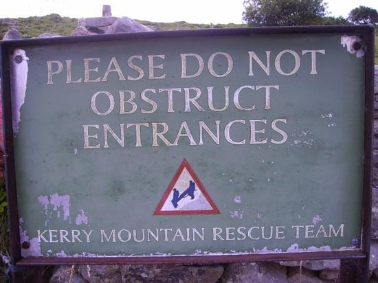 Carrantoohil : Mount Rescue Sign