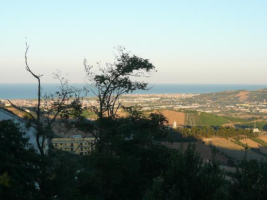 Hotel San Giacomo : View from the road towards the Adriatic