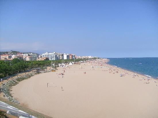 MedPlaya Hotel Santa Monica: Calella and beach, Santa monica hotel is just off the far left of the photo