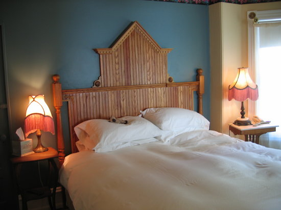 The Red Cottage: The Holly Suite at Inn at 22 jackson