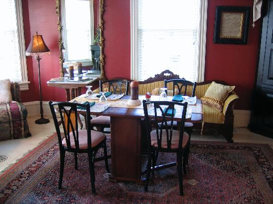 The Red Cottage: The dining room at Inn at 22 jackson