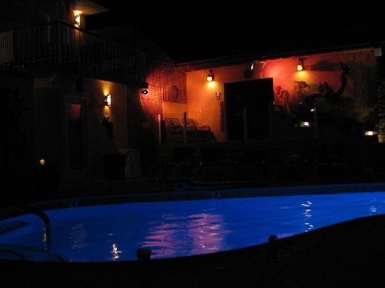 sea mountain inn resort : pool at 2am