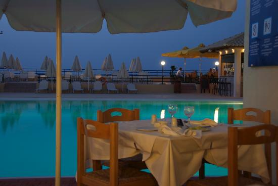 Solimar Aquamarine Hotel: Pool Side Dinner