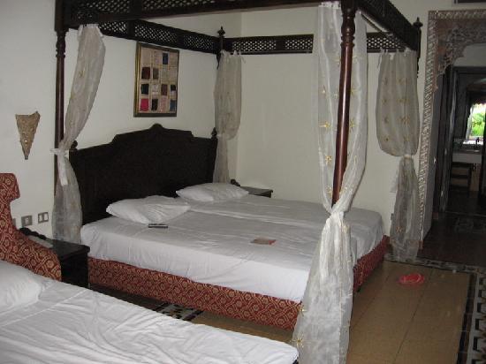Piscine gallegianti - Foto di Domina Hotel & Resort Harem, Sharm el ...