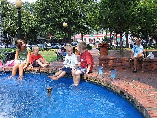 Marietta, GA: Fountain in the Center of the Square