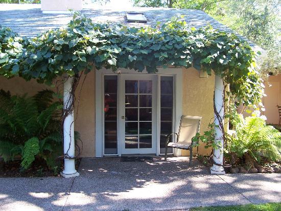 Glen Ellen Inn: Our porch!  #2