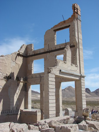 Beatty, NV : Rhyolite bank building shell