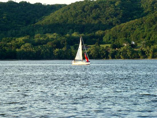 Lake City, Миннесота: Lake Pepin sailing
