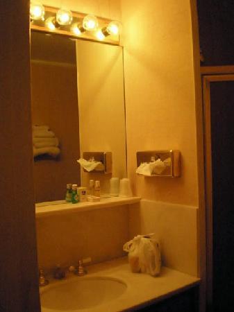 Pacific Heights Inn : bathroom sink and dresser